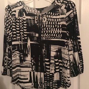 Cupio Med Black and White 3/4 sleeve top.